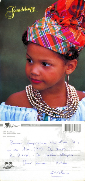 Guadeloupe - Petite fille en costume créole - Photo Henri Salomon - Editions du Grand Sud - As de cœur - Ghislaine.jpg