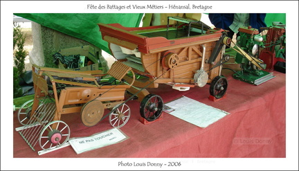 Battages Hénansal 2006 - 104 - miniatures machines agricoles - Photo Louis Donny