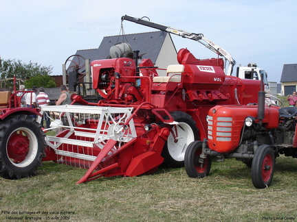 Battages Hénansal 2009 - 17 - Moissonneuse-batteuse Fahr MDL, tracteur Zetor - Photo Louis Donny